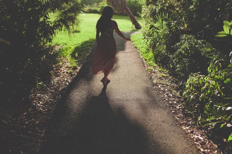 woman_path_silhouette_shadow_dress-52316